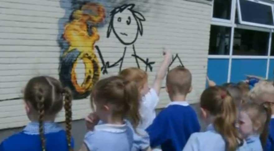 Banksy ilkokul duvarını süsledi