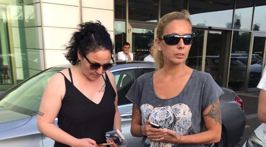 Foto: SÖZCÜ Harun Kolçak'ın durumunu öğrenen isimlerden Sibel Benekli hastane önünde bekliyor