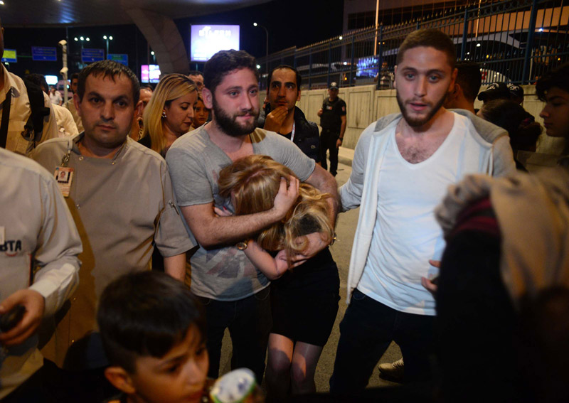 FOTO:DHA - Saldırı sonrası tahliye işlemi saatlerce sürdü.