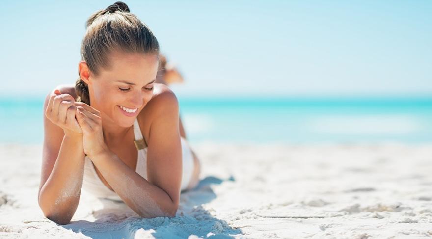 Güneşli havalarda melatonin denilen bir madde beyinde serotonini uyarmaktadır.