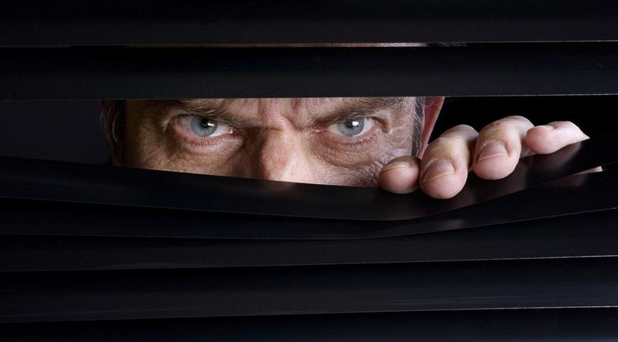 12. Ev; gizli görüşmeler, arkadan çevrilen gizli işler, hapishaneler, gözaltına alınan insanlar, devlet düşmanları, casuslar, gizli evraklar, resmi belgeler gibi konuları gösterir.