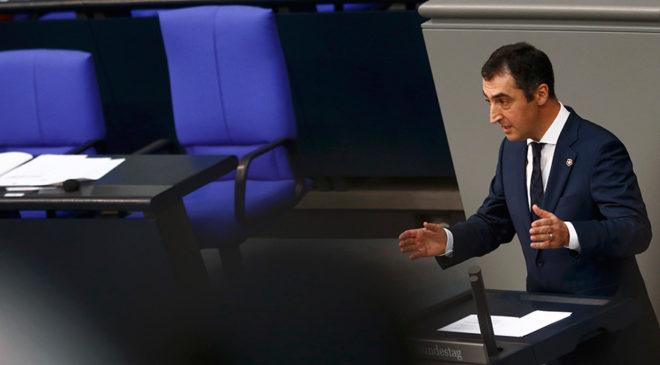 FOTO: REUTERS/ Görüşmeler sırasında Alman Yeşiller Partisi Eşbaşkanı Cem Özdemir bir konuşma yaptı.