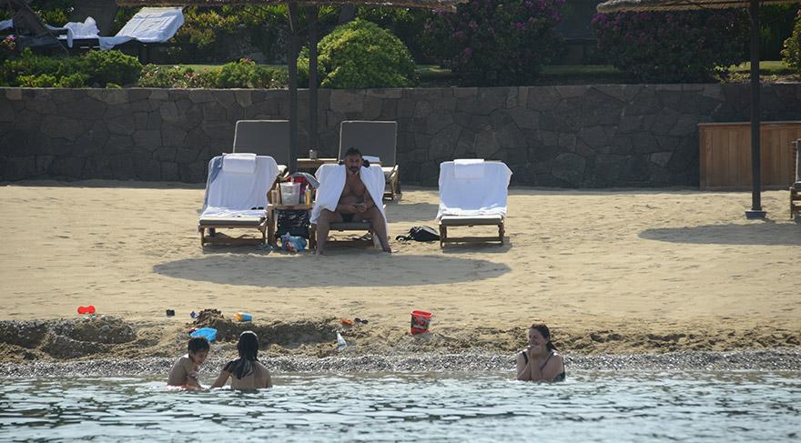 Cem Yılmaz eski eşi Ahu Yağtu ve oğlu Kemal'le tatilde görüntülendi