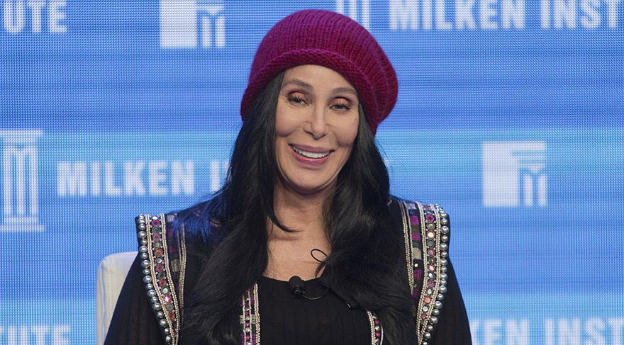 Cher İstanbul'daki terör saldırısıyla ilgili paylaşımda bulundu kullandığı emojiler tepki çekti