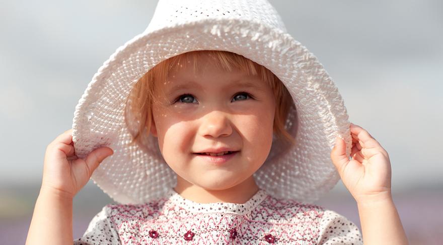 Özellikle tatil yerlerinde UV koruyucu kumaştan yapılan giysiler tercih edilmelidir