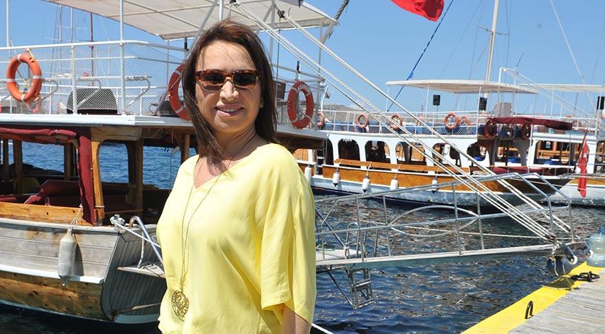 Demet Akbağ, Bodrum'da bir korsan gemisi görünce…