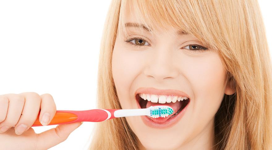 İyi fırçalamak fırçanın sertliğiyle değil, fırçalama tekniğiyle ilgilidir