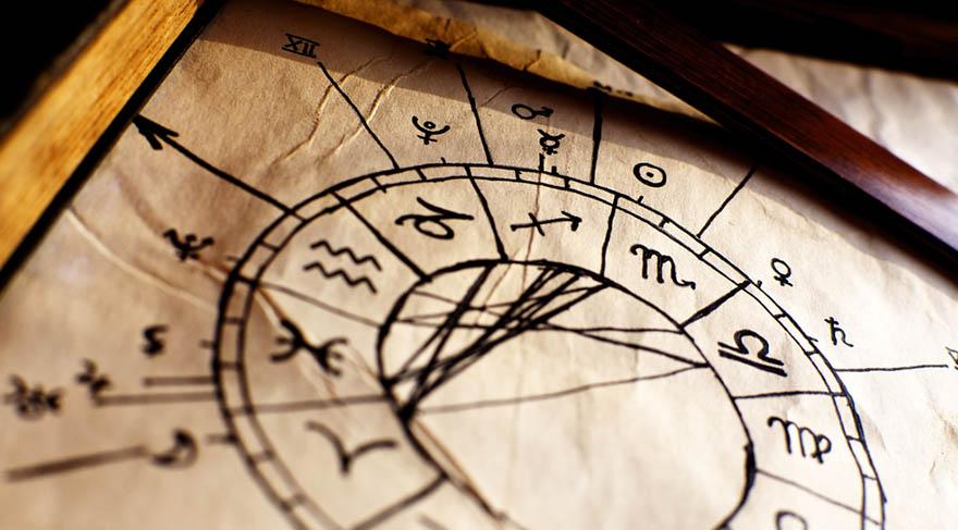 İşte doğum haritamızda astrolojide Ay, bizim günlük yaşam içinde hangi yanımızı en çok kullandığımızı, hangi bilinçte takıldığımızı gösterir.