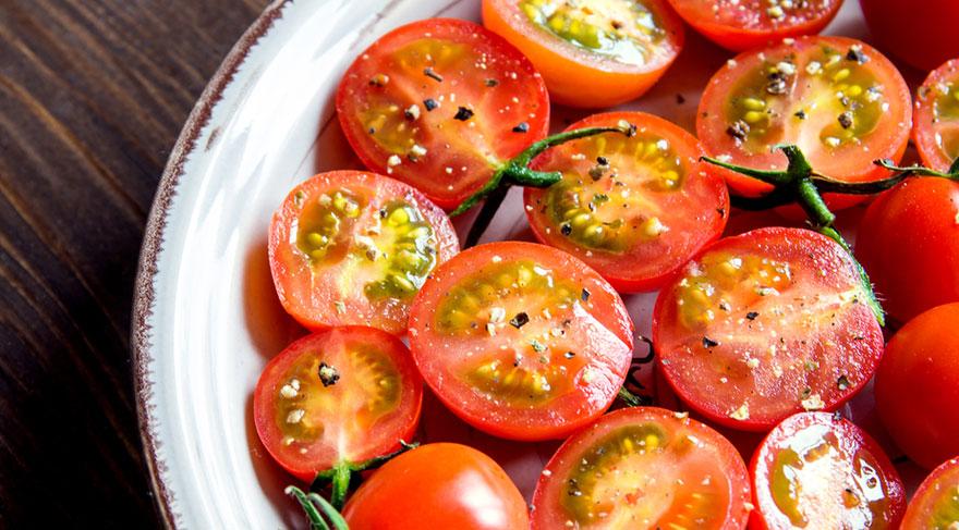 Likopen, domateste bulunan vitamin A benzeri bir bileşik olup prostat, meme ve akciğer gibi bazı kanser türlerinde kanser riskini azalttığı yönünde araştırmalar mevcuttur.