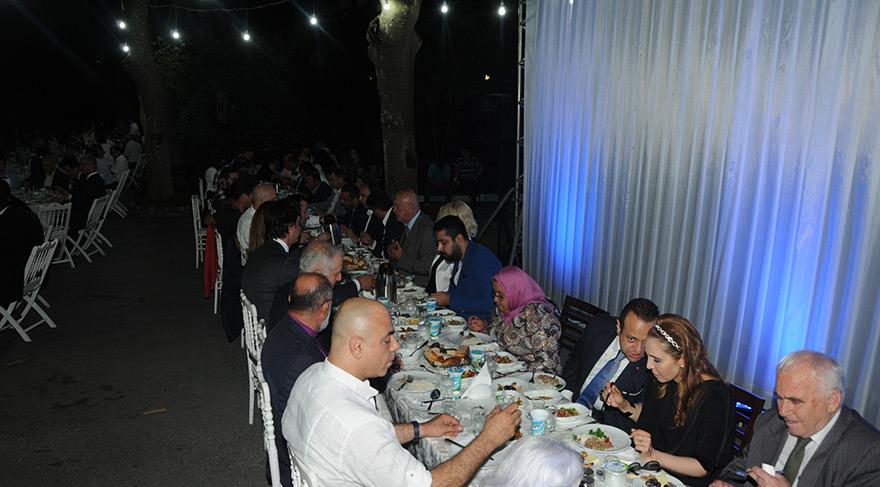Seda Sayan ve sevgilisi Egemen Bağış'ın iftarında boy gösterdi