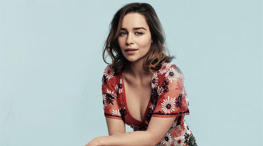 Emilia Clarke moda çekimi için cesur pozlar verdi