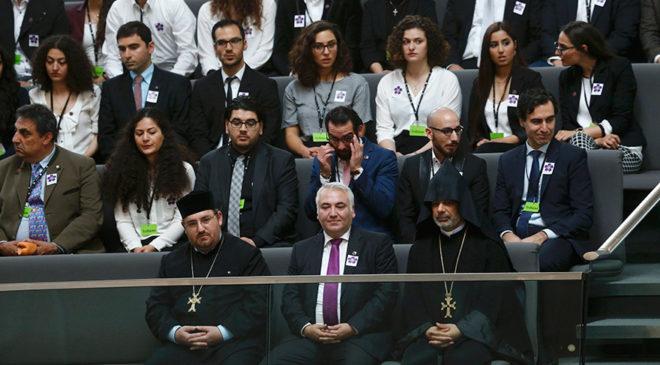 FOTO: REUTERS/ Bundestag'daki görüşmeleri Almanya'daki Ermeni toplumunun temsilcileri de takip etti.