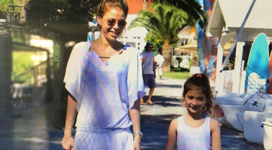 Esra Eron ve kızı Alya tatilde