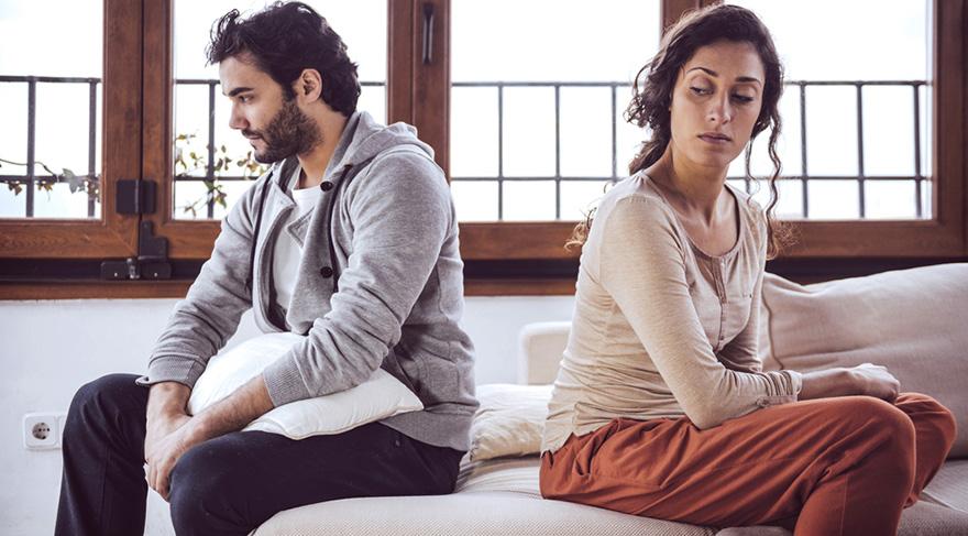 Evliliği bitirmek tek tarafın kararı ile mümkündür ancak ortada evliliği bitirme gibi bir karar var ise evlilik sürecinin yara aldığını söyleyebiliriz.