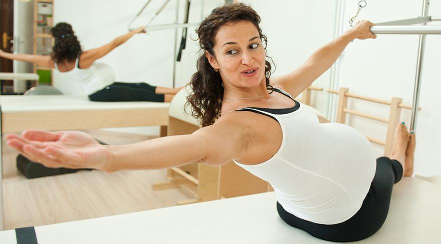 Gebe kadın egzersize başlamadan önce mutlaka sağlık kontrolünden geçmeli.
