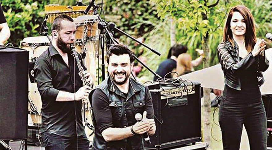 Gökhan Tepe vokalisti Aylin Özer ile temmuz ayında evleniyor