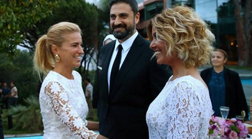 Gülben Ergen ve Burcu Esmersoy Cumhurbaşkanı Recep Tayyip Erdoğan'ın davetine aynı elbiseyle katıldı