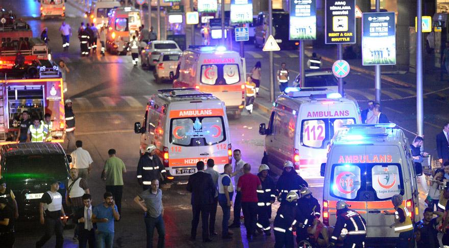 IŞİD'li 3 canlı bomba ellerinde kaleşnikoflarla İstanbul Atatürk Havalimanı Dış Hatlar Terminali'ni bastı. Açtıkları ateş ve sonrasında kendilerini infilat ettirmeleriyle 36 kişi yaşamını yitirdi, 100'den fazla kişi de yaralandı.