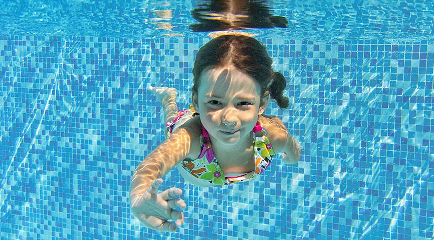 Çocukları havuzda bekleyen tehlike: İkincil boğulma
