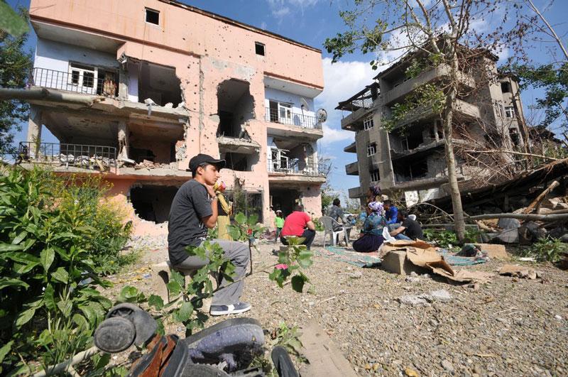 FOTO:DHA - Bölgede teröristlerden temizlenen birçok yerleşim yeri harabeye döndü.