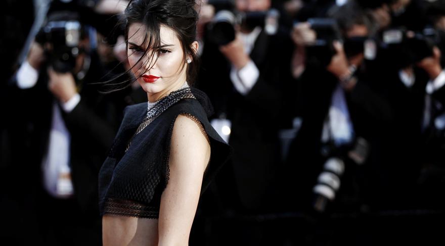 Kendall Jenner yeniden Estee Lauder'in yüzü oldu