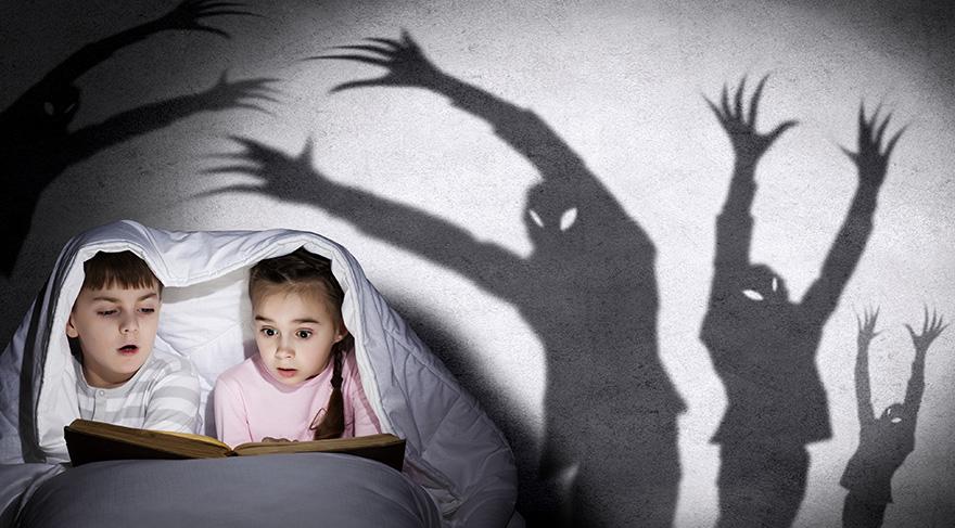Çocukluk çağında önemli olan, çocuğun kendisini anne-babasının yanında güvende hissetmesidir.