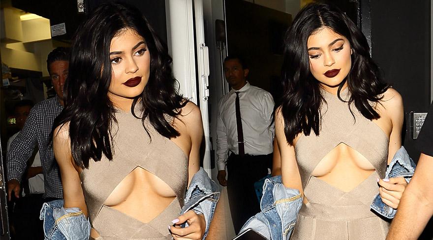 Kylie Jenner göğüs dekoltesiyle…