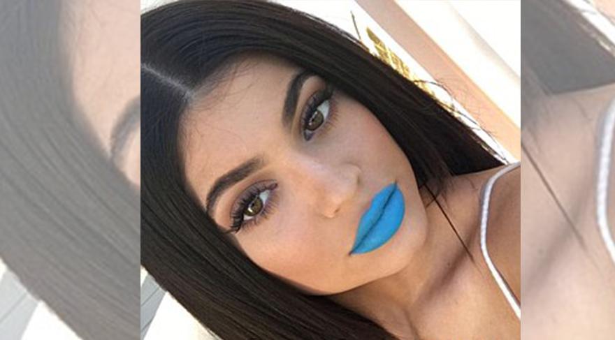 Kylie Jenner mavi rujlarını satışa çıkardı
