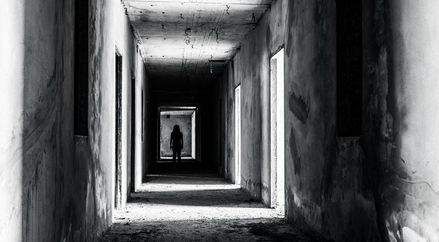 Özellikle gizli kalmış ölümler, gizli saklı kalmış ölüm veya ölülerle ilgili sırlar, konular ortaya çıkabilir.
