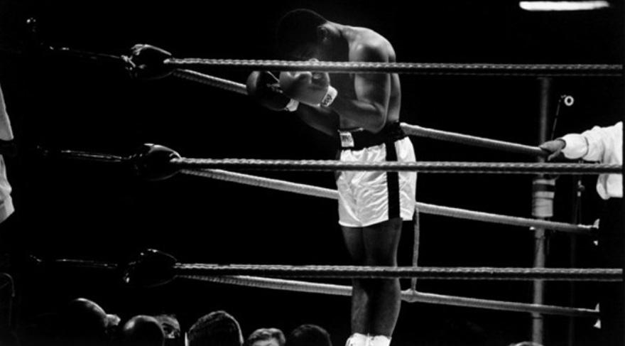Muhammed Ali tabii ki sadece boksör kişiliği ile değil din değiştirip Müslümanlığa geçişi ile de Müslümanların sevgisini kazanmıştır. Ve islam dininin gerçek sevgi dini olduğunu defalarca dile getirmiştir.