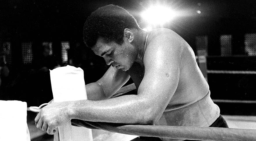 """""""Kelebek gibi uçar arı gibi sokarım"""" – Muhammed Ali"""