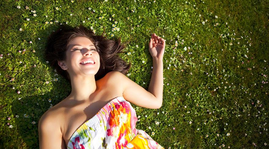 Yapılan araştırmalarda hava sıcaklığının ve gün ışığının insan psikolojisine etkileri olduğu bilinmektedir.