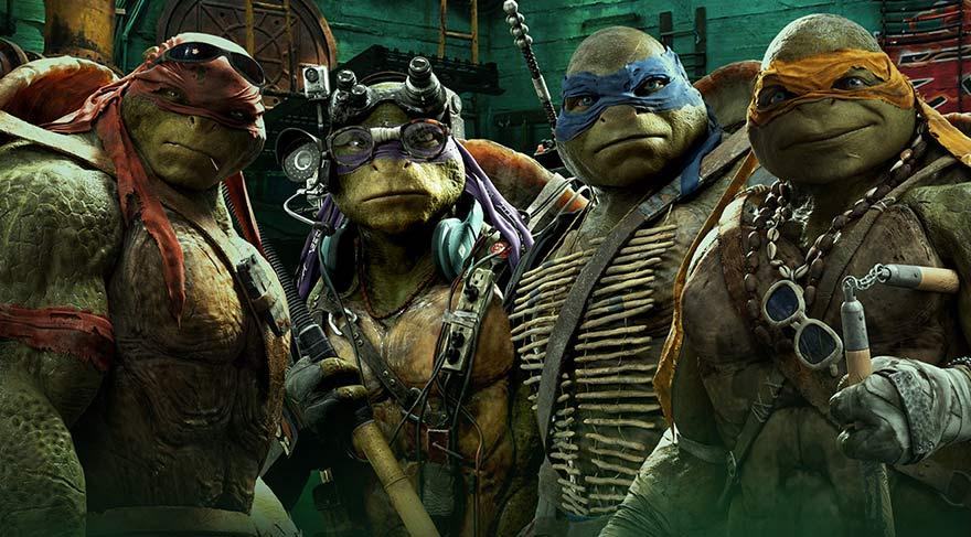 Kaplumbağaların azılı düşmanı Shredder, cezaevine nakledilirken doktor Baxter Stockman'ın yönettiği Foot Clan tarafından kaçırılmaya çalışılır.