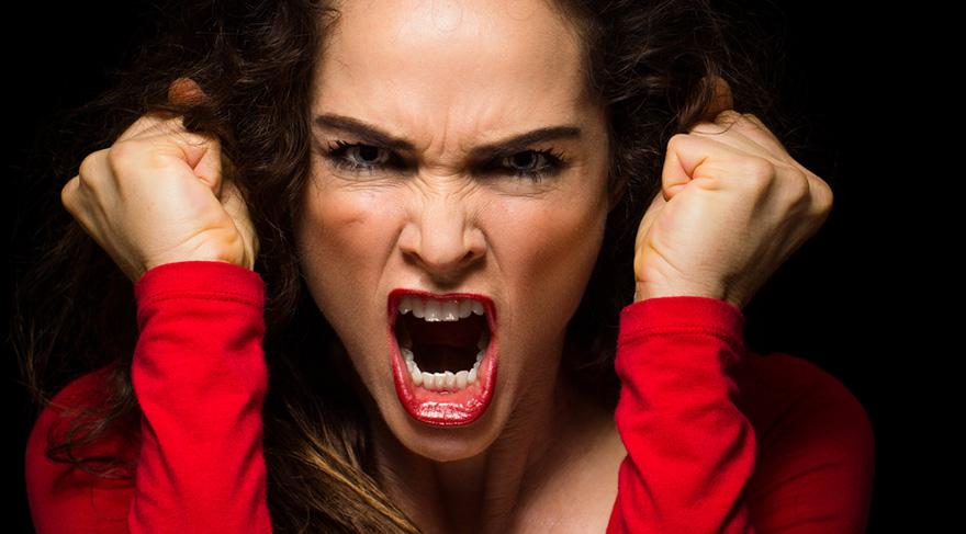 Terör, psikolojik silah olarak korkuyu kullanır ve korkunun insanlar için ciddi psikolojik etkileri vardır.