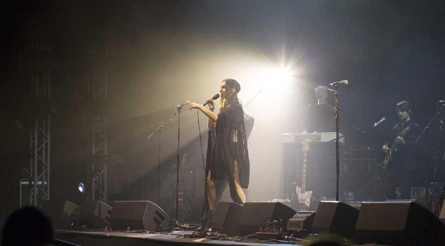 PJ Harvey İstanbulluları büyüledi
