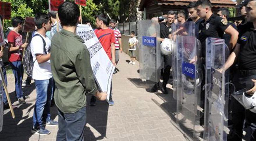 Yurdun dört bir yanında okullarda protestolara devam edildi