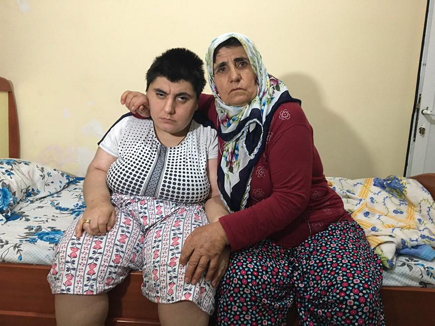 FOTO: İHA - Kimsesiz kalan annenin kızı için yürek burkan isteği