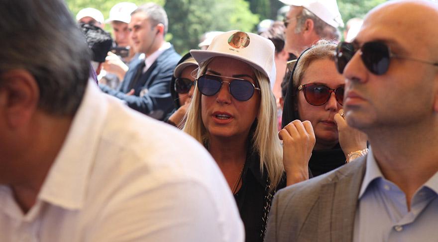 FOTO: Mustafa KIZGINYÜREK- Saba Tümer de cenazeye katıldı.