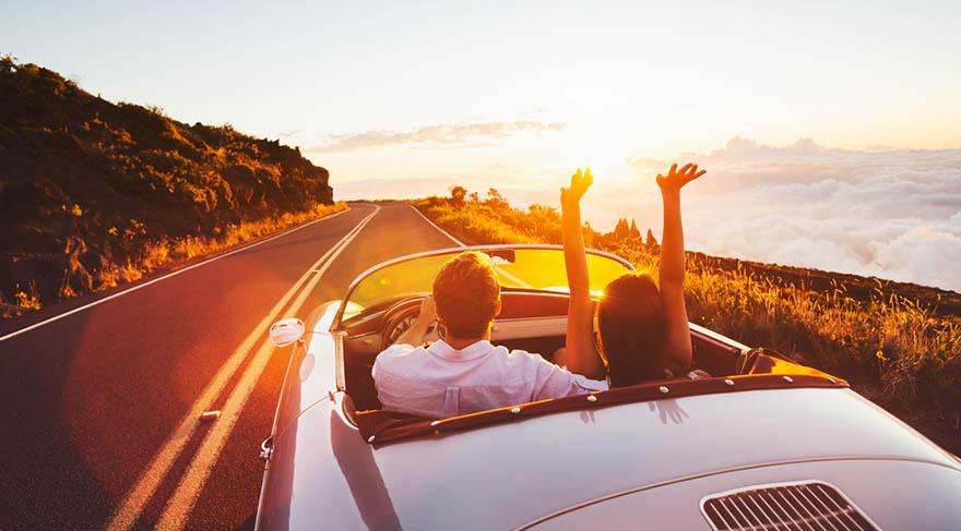 İkizler: Hayatınıza zihinsel anlamda hız ve çabukluk geliyor. Önemli anlaşmalar, sözleşmeler, toplantılar, fikir alışverişleri ve seyahatler ön planda olmaya başlıyor. Yeni şeyler öğrenmek için ideal zamanlar!