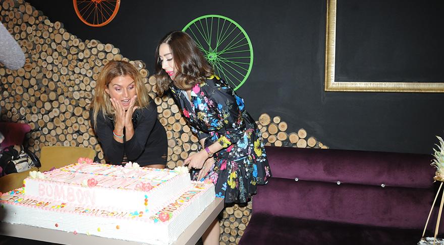 Tuğba Özay sürpriz pastayı görünce ilginç bir tepki verdi