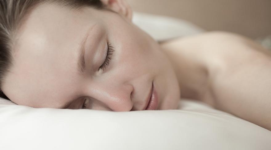 Sağlıklı bir kilo için yeterli uyuyun, yeterli uyuyabilmek için kilo verin