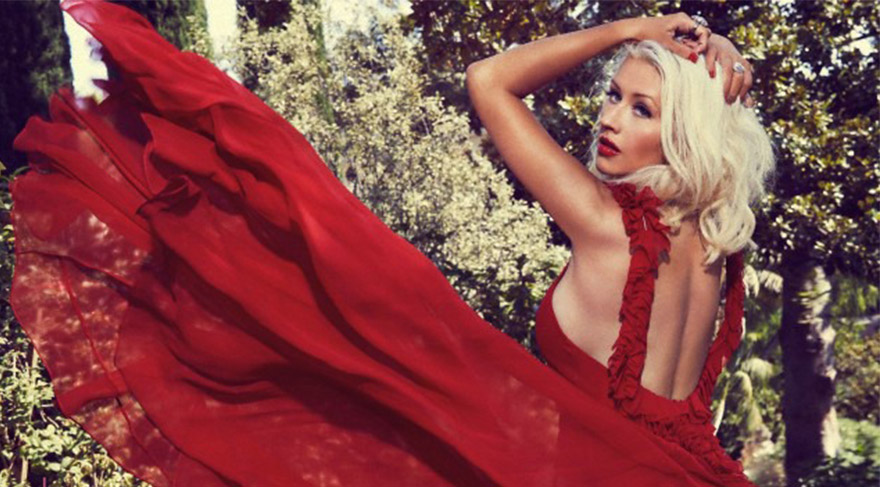 Christina Aguilera kızıl oldu