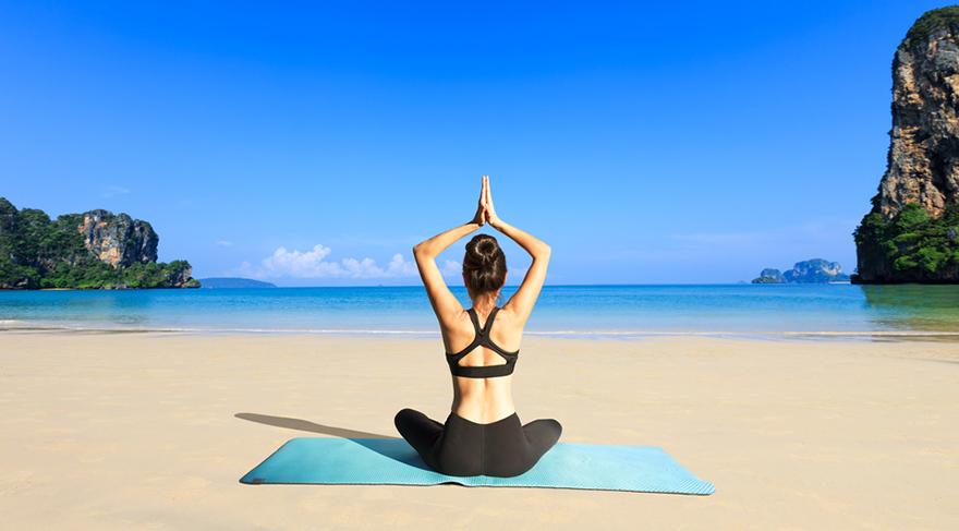 Yin Yoga 3-10 dakika boyunca belli bir pozisyonda kalmanızı gerektirir.
