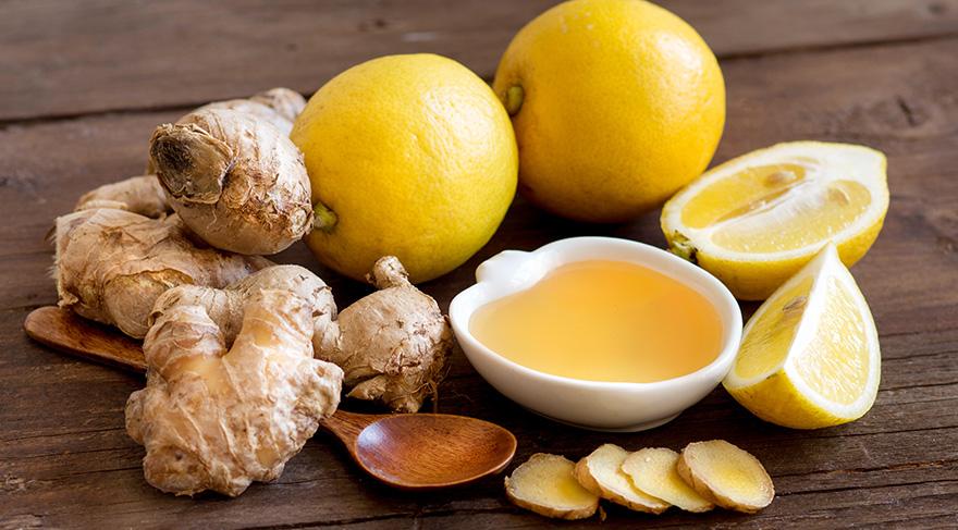 Malzemeler: Taze zencefil 1-2 ince dilim veya yarım çay kaşığı toz zencefil, 1 çay kaşığı bal, 1 bardak kaynamış su veya 1 kahve cezvesi sıcak su. Yarım bardak süt veya limon suyu