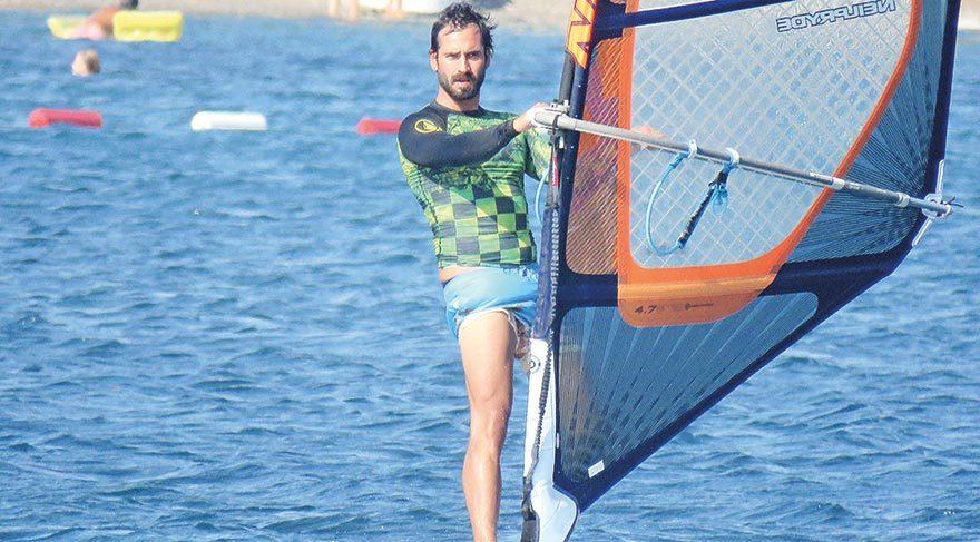 Özge Özpiriçci ve Burak Yamantürk'ün sörf keyfine zoraki mola