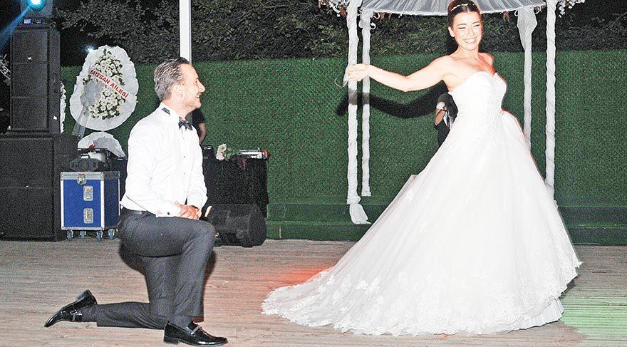 Pek çok çifte düğün dansı eğitimi veren Tülin Motola, kendi düğününde yaptığı ilk dansla göz kamaştırdı.