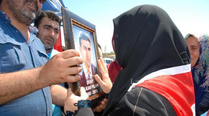Darbe protestosunda ölen Volkan Pilavcı toprağa verildi