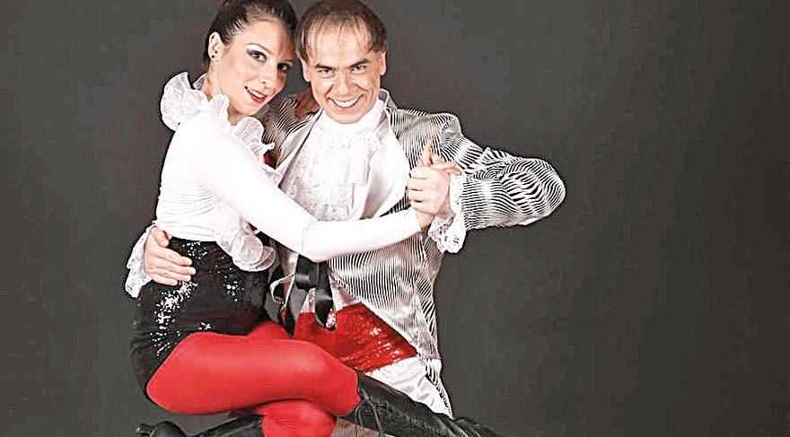 Dans öğretmeni Tülin Motola, Dünya ve Avrupa Dans Şampiyonu Aytunç Bentürk'le birlikte...