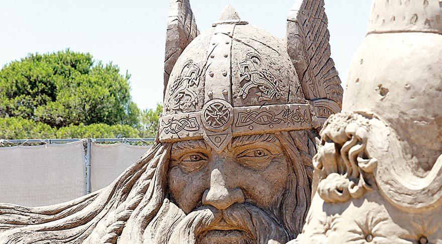 Kum heykellere ilgi büyük