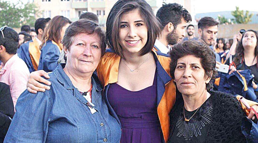 Törene Gizem'in annesi ve teyzesi birlikte katıldı.